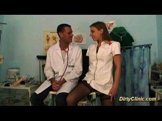 섹시한 간호사는 정말 좋은 새끼 야.