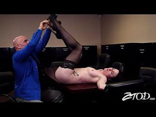 veruca 제임스는 그녀의 엉덩이를 큰 걸립니다