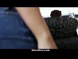 shesnew rachel 까마귀는 그녀의 음부에서 지즈를 쥐어 짜낸 다.