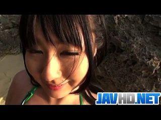 메구미 하루카는 야외 입으 씬에서 놀랐다.