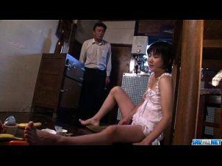 뜨거운 엄마 아오바 itou는 젊은 거시기에 빨아 무릎을 꿇고