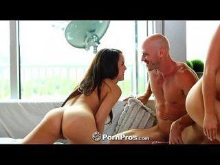 hd pornpros 두 아름다운 십대는 큰 거시기를 공유