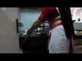 ▶ leena bhabhi 뜨거운 배꼽 주부 1