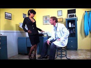 meximilf 개비 퀸 터는 그녀의 의사를 빤다 \u0026 섹스!