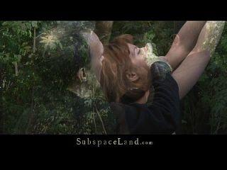 로라는 숲속에서 자지와 좆 때문에 구속 당했다.
