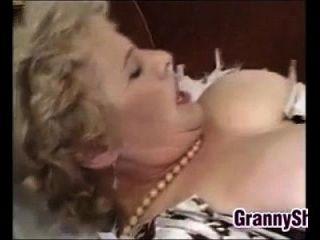 뚱뚱한과 거유 한 할머니는 거시기를 즐기고