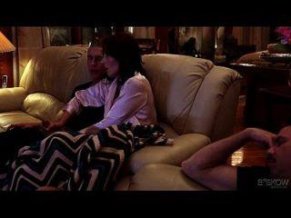 Casey calvert가 집에 오는 그녀의 형제에 의해 엉덩이에 빠지다 장면 # 03