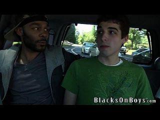 크리스 킹스턴 두 흑인에 의해 망할 도착