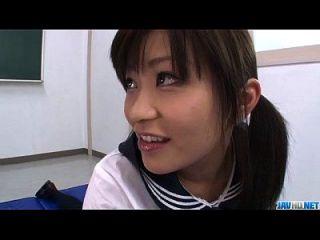 아카 호시노는 수탉을 날려 버리고 지즈를 삼키기를 좋아한다.