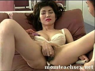 japanese mom 섹스에 대해 아들의 친구를 가르치기|momteachsex.net