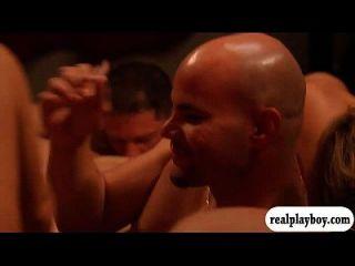 스윙 어가 파트너를 스왑하고 스윙 맨션에서 그룹 섹스를했습니다.