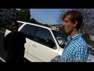 카일 힘은 흑인과 동성 애자 다.