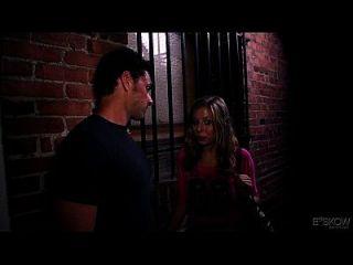 정력 린은 페인트, 장면 # 04에서 3 인조가있는 남자를 본다.