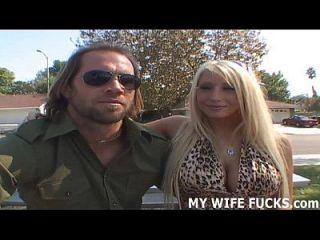 너의 아내는 포르노 스타들에 의해 좆되기 위해 기다리지 않는다.