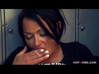 오티스 떨고있는 라티나 분출