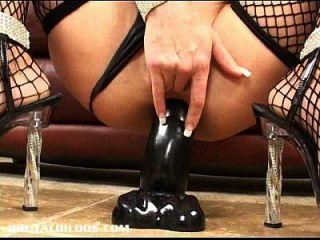 milf chelsea zinn gapes 두 잔인한 딜도와 그녀의 엉덩이