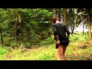 busty 여학생은 숲에 망했다입니다.