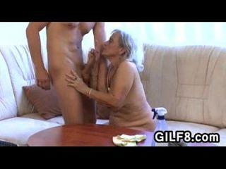 오래 된 청소부 아가씨가 젊은 녀석에 의해 망하게된다.