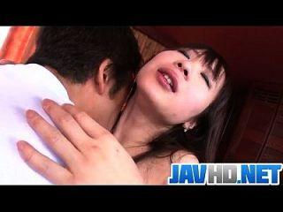 아시아 yuwa tokona는 그녀의 우물과 성기를 맞이합니다.
