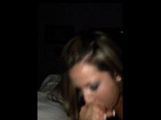 뜨거운 아내는 아이폰에 촬영하는 동안 정액의 한 입 가득 걸립니다