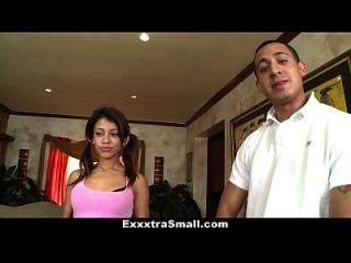 exxxtrasmall 슈퍼 몸집이 작은 베로니카 rodriguez 너무 큰 거시기에 대한 꽉입니다!