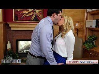 busty blonde gemma jolie가 사무실에 못 박히다.