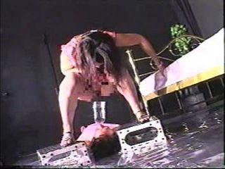 극단적 인 femdom 화장실 노예 2