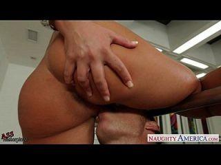 뜨거운 엉덩이 금발 니콜 aniston 수탉 점프