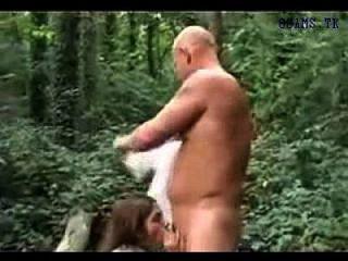인도 소녀는 나무에서 뜨거운 섹스 www.xt8.biz