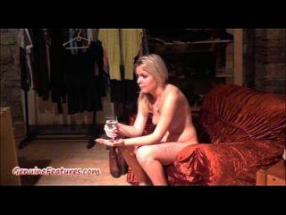 섹시한 18yo blondie가 첫 번째 캐스팅에서 그녀의 시체를 보여줍니다.