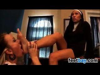 나쁜 학생과 수녀는 발로 재미있다.