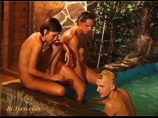 biboys와 bisex 십 대 소녀