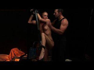 고통 받고 지배 된 성 노예
