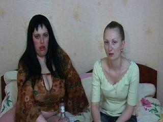 섹시한 여자 구토를 먹고 구토를 토하고 구토