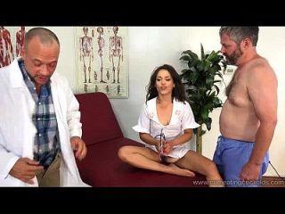 zucky star는 그녀의 남편의 동료와 섹스를한다.