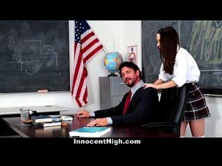 교사의 거시기에 절망적 인 무고한 여학생