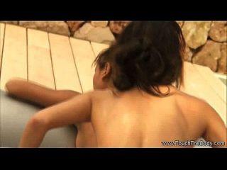 소녀 소녀 마사지 연습