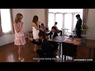 그녀의 원시 마사지를 받고 귀여운 아시아 글램 베이비