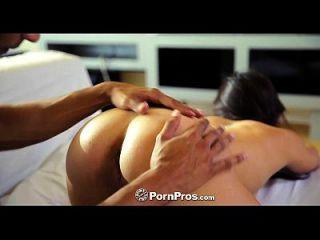 pornpros 아시아의 아름다움 모건 리가 큰 거시기와 박제 음부 도착