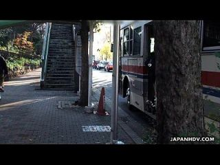 아시아 하이 틴은 납치 된 버스에서 멸종합니다.
