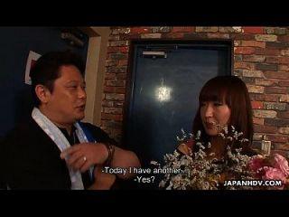 아시아 걸 레 그녀의 생일에 대 한 bukkake 세션을 가져옵니다.