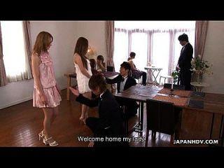 뜨거운 네살로에 빠져들고있는 아시아 매춘부