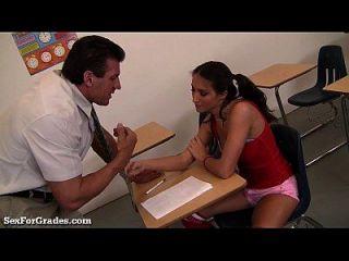 십대 소녀는 수업 후에 선생님을 유혹합니다!