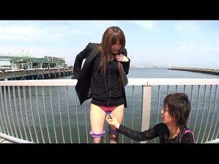 일본 옥외 스트립 및 진동기 놀리는 자막