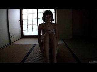 레일에 희미한 희한한 일본 유령 그룹 hd에서 애지중지하기