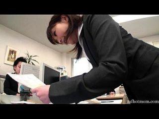 사무실 소녀는 그녀의 휴식에 화장실에 자위 행위 mfhotmom.com