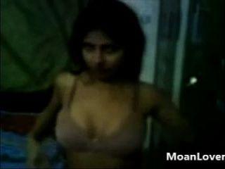 그녀의 섹시한 몸매를 보여주는 내 여자 친구 moanlover.com