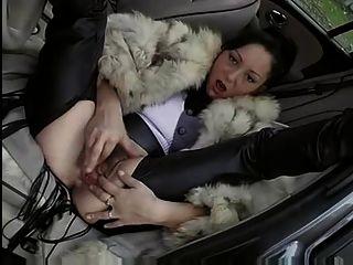 모피 코트에 여자가 망 쳤어 (차 야외)