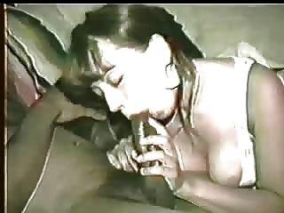 아내는 너무 거친 검은 색 거시기를 얻을 수 있도록 허브비는 그녀의 입으로 그것을 청소하도록 권장합니다!의견을 부탁합니다!