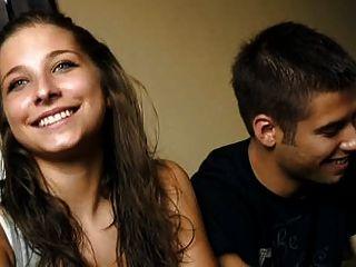 18 세의 크리스티나와 디에고 젊은 커플 돈을 위해 씨발